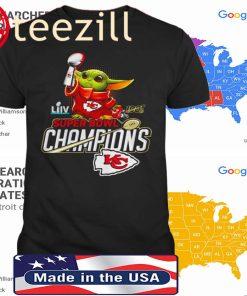 Baby Yoda hug super bowl champions Kansas City Chiefs 2020 Tshirt