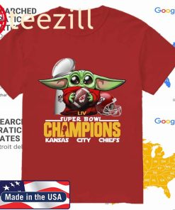 Baby yoda hug LIV Super Bowl champions Kansas City Chiefs Shirt