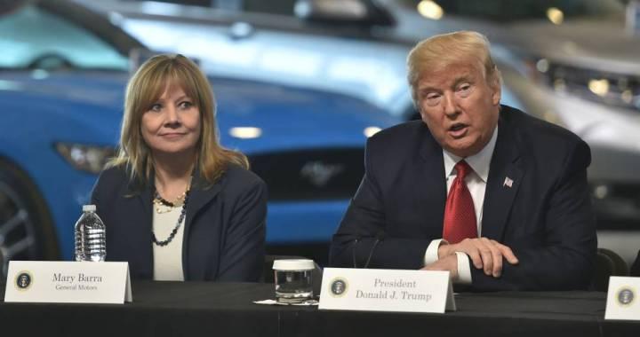 Trump dice que GM debería pagar la ayuda de la bancarrota y propone más tarifas