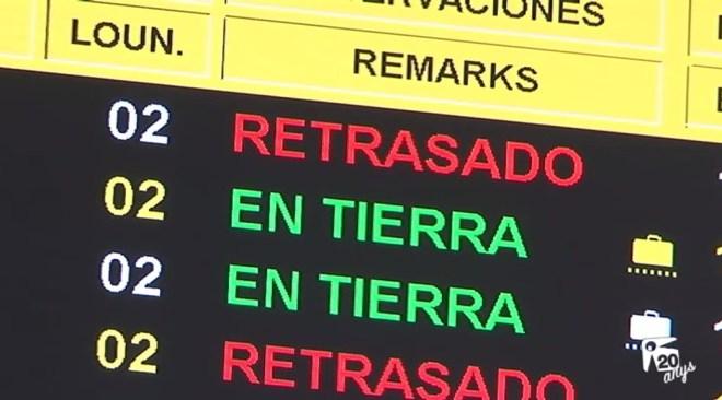 29/09 Desenes de viatgers afectats pels retards de Vueling