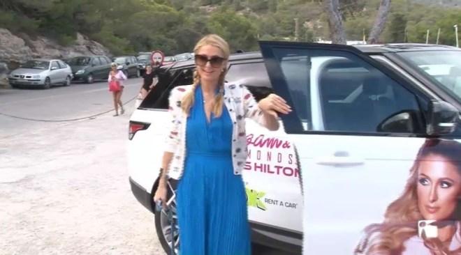 11/07 Paris Hilton visita els tallers per nens a la Nau