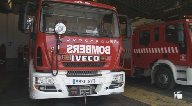 27/07 Els bombers tenen dificultats per actuar al centre antic de Vila