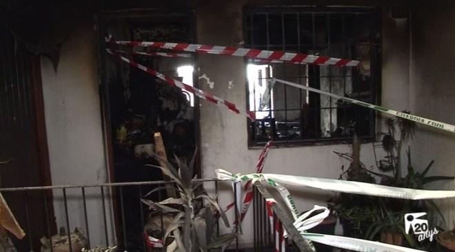 26/07 Els veïns es neguen a tornar a les cases afectades pel foc de Sant Antoni