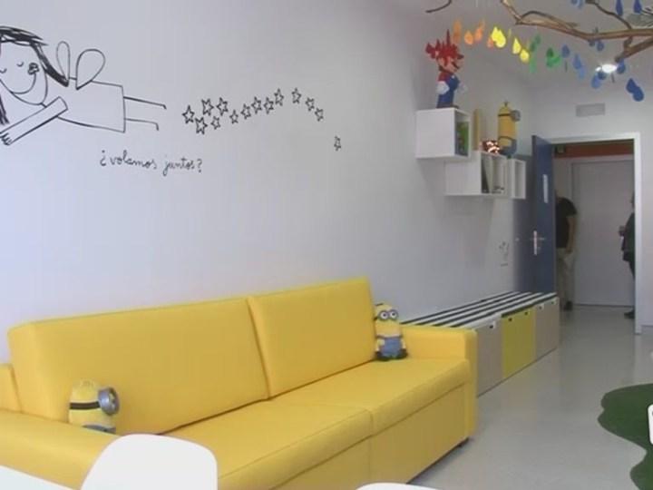 22/12 Junts decora una sala de pediatria a Can Misses