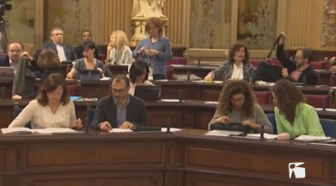 11/04 Els contractes de MÉS tensen la situació parlamentària
