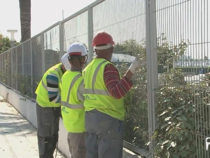 18/04 Retiren la barrera que separa la marina Ibiza del passeig Joan Carles I