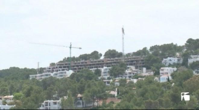 01/06 L'alcalde de Sant Josep aclara diversos aspectes de la promoció Vadella 64 i de la situació urbanística.