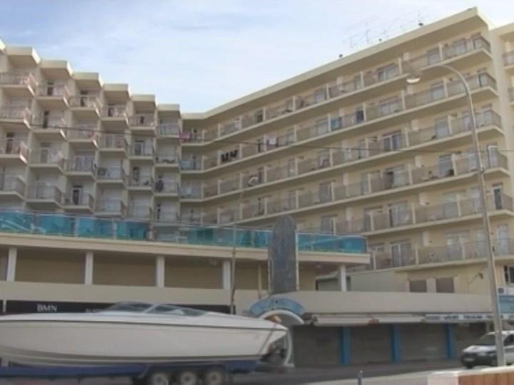 """22/08 Els hotelers pitiusos creuen que prohibir l'alcohol en els """"tot inclòs"""" resta competitivitat."""