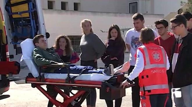 25/03/2019 Alumnes de secundària coneixen la feina que realitzen els serveis d'emergència.
