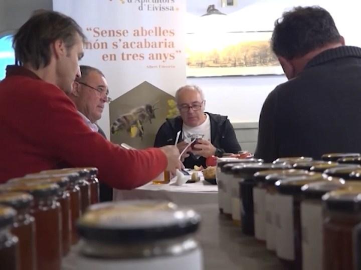 09/12/2020 Vicent Ribas té la millor mel de tardor de Balears