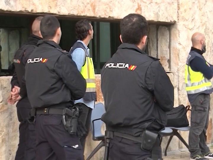 21/07/2021 Detinguts 50 filipins a Eivissa per entrar amb passaports falsos