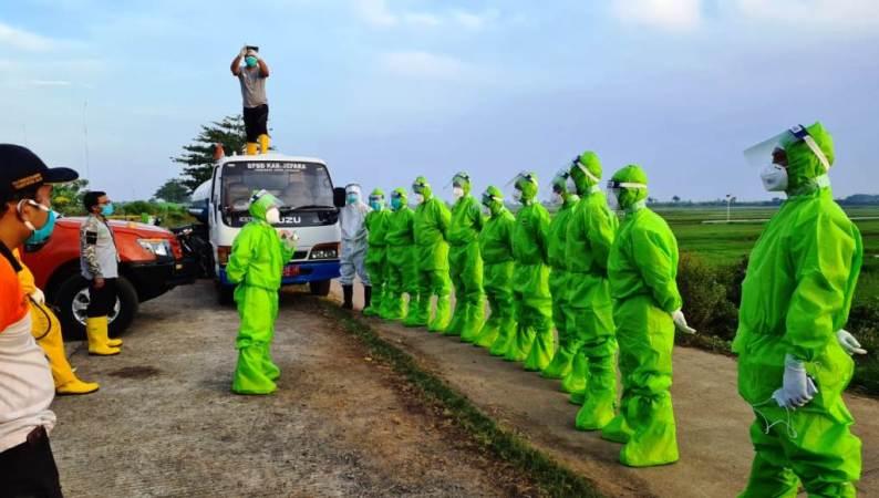 Relawan Muhammadiyah Ikut Makamkan Korban Covid-19 di Kedung