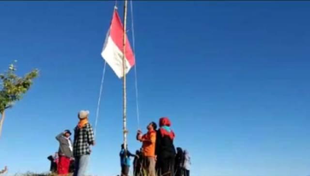 Pecinta Alam Gelar Upacara HUT RI ke 74 di Puncak Ospek Tikonu Kolaka