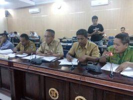 Dewan Perwakilan Rakyat Daerah (DPRD) mengelar Rapat Dengar Pendapat (RDP) bersama Pemerintah daerah terkait pemberhentian aparat desa. FOTO : ADY