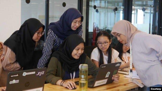 Pelajar sekolah menengah belajar hard skills dan soft skills di kelas Offline Holiday Club. (Foto: Generation Girl)
