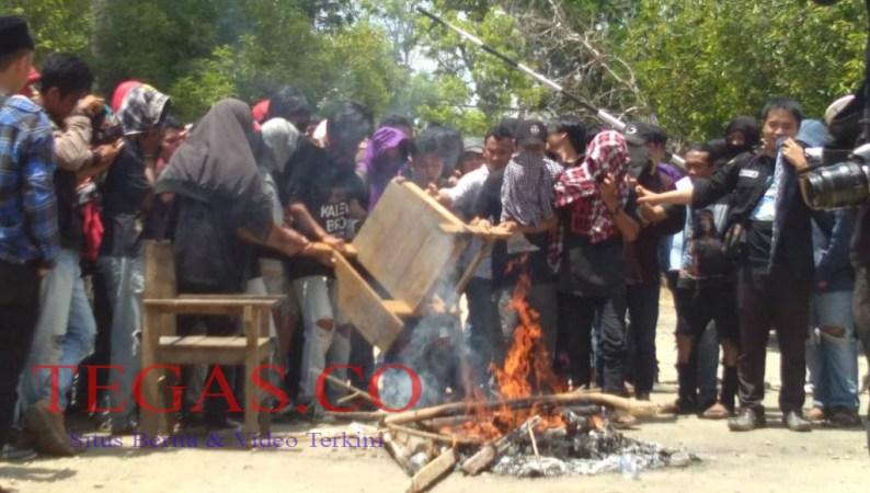 Ratusan Mahasiswa Unilaki Demo Tuntut Rektor Mundur