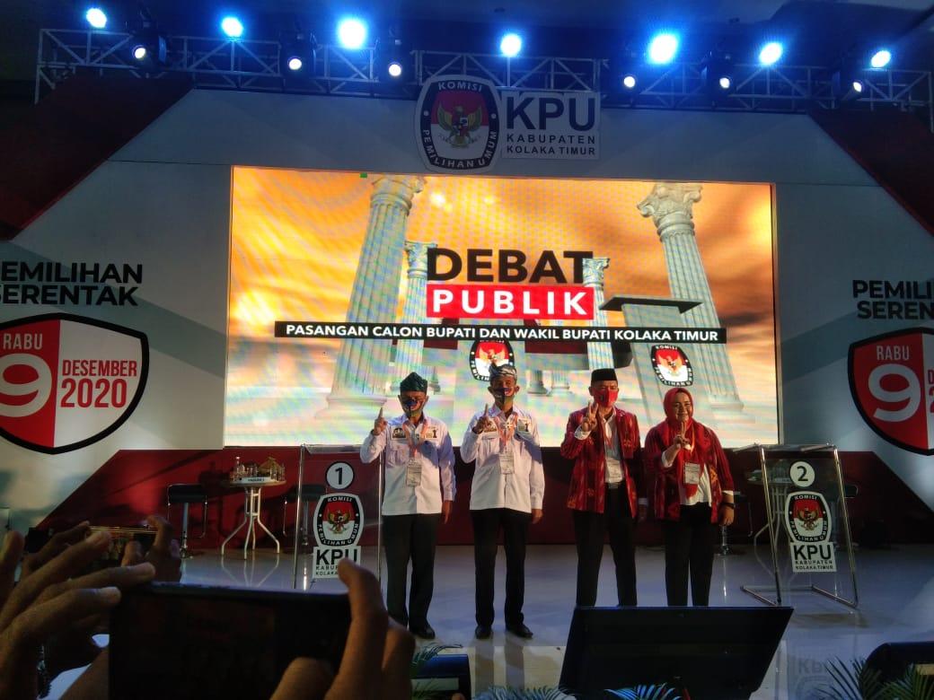Foto bersama kedua paslon usai debat publik pasangan calon kepala daerah kolaka timur