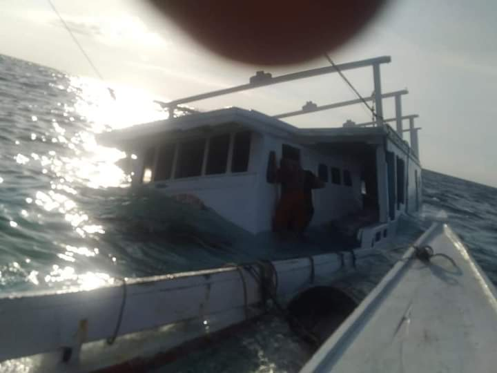 Detik-detik tenggelamnya KM. Fajar Panca, kapal GT. 21, milik H. Denri Lau, warga Pulau Kalao To