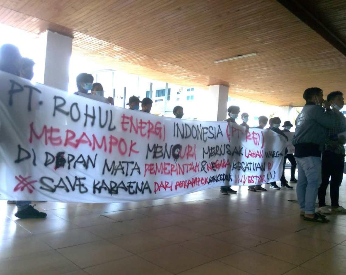 LKPD Sultra menggelar aksi di kantor Dewan Perwakilan Rakyat Daerah (DPRD) Provinsi Sulawesi Tenggara