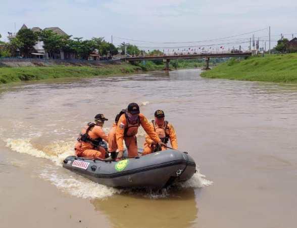 Relawan Muhammadiyah Jepara Cari Korban di Malam Hari, Agar Keluarga Korban Merasa Nyaman