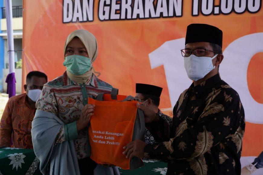 Direktur PT pos Indonesia bersama Mundir Ponpes Muhammadiyah Asy Syifa