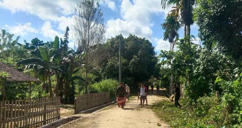 pemuda dan pelajar Desa Bukit permai saling bersinergi bersihkan desa