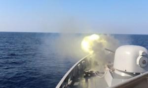 Meriam KRI Sultan Hasanuddin muntahkan peluru di laut lebanon