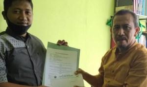 Ketua PS HW Plajan Budi Mulyono ( kiri) bersama direktur BMT mitramu seusai teken perjanjian