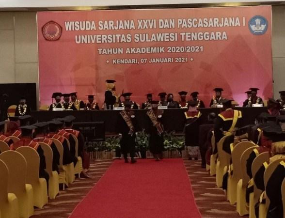 mahasiswa lulusan Universitas Sulawesi Tenggara (Unsultra) program sarjana XXVI dan Pascasarjana I