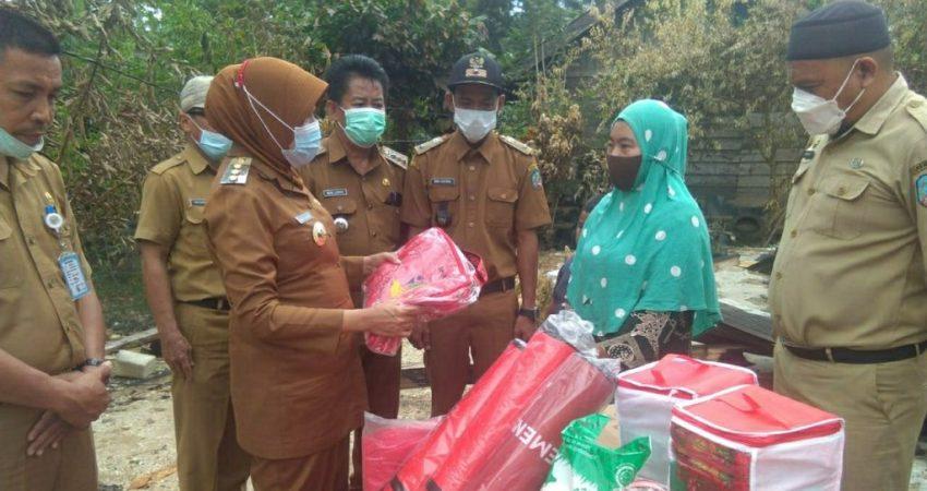 Korban Kebakaran di Buke Dapat Bantuan dari Pemkab Konsel