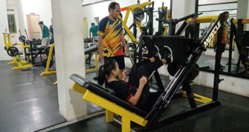 Pelatih PST Singa Jepara Panji Kerso saat memandu latihan atletnya