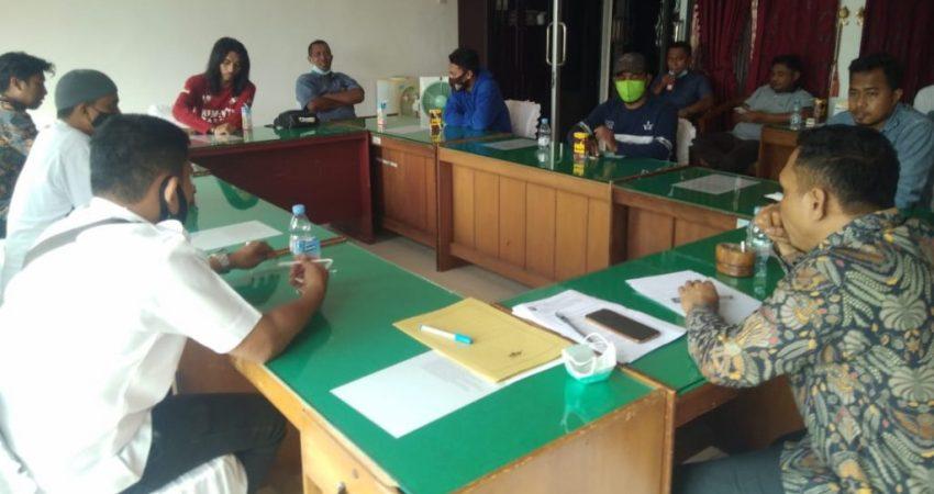 DPRD terima aspirasi masyarakat terkait pemberhentian aparatur desa di Kecamatan Wangi-Wangi, Wakatobi, Sulawesi Tenggara, Rabu 14 Juli 2021.