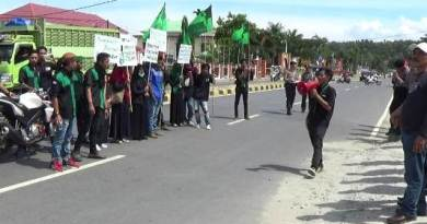 Aksi Unjuk Rasa dari HMI cabang Kolaka di hari pendidikan Nasional FOTO : LAN