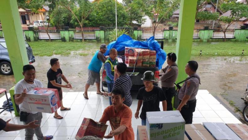 Antam Kembali Menyalurkan Bantuan Tahap II Untuk Korban Banjir di Konawe Utara