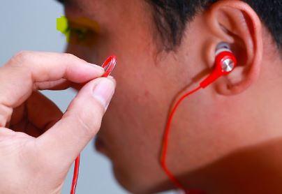 cari sumber klerusakan menekuk kabel earphone