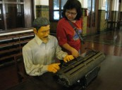 Me and the Statue of employee at Bank Mandiri Museum