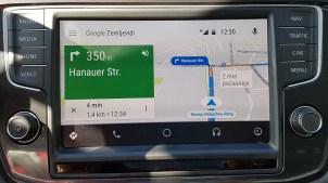 Googlovi zemljevidi so za navigacijo dobri zaradi ažurnih prometnih informacij.