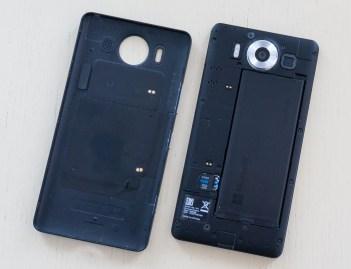 Lumia 950 je še eden redkih dražjih telefonov z izmenljivo baterijo.