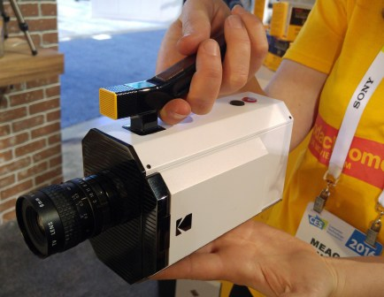 Kodakova analogna kamera z digitalnim pridihom.
