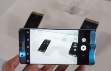 Fotoaparat je enak kot pri S7, vendar z nekoliko poenostavljenim uporabniškim vmesnikom.
