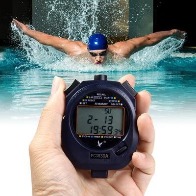 Sekundomer v plavanii