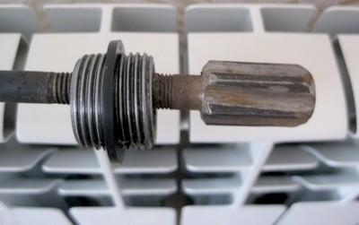 Komplektuiushchie dlia radiatorov otopleniia foto 6