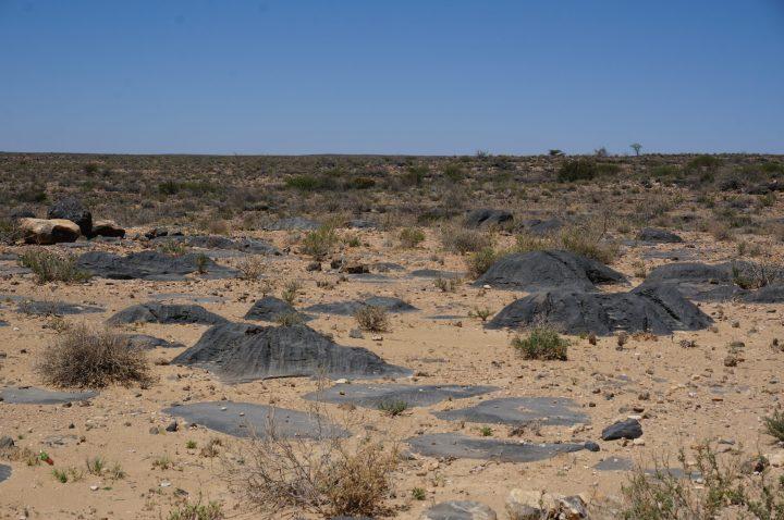 Schwarzes Granitgestein Namibia