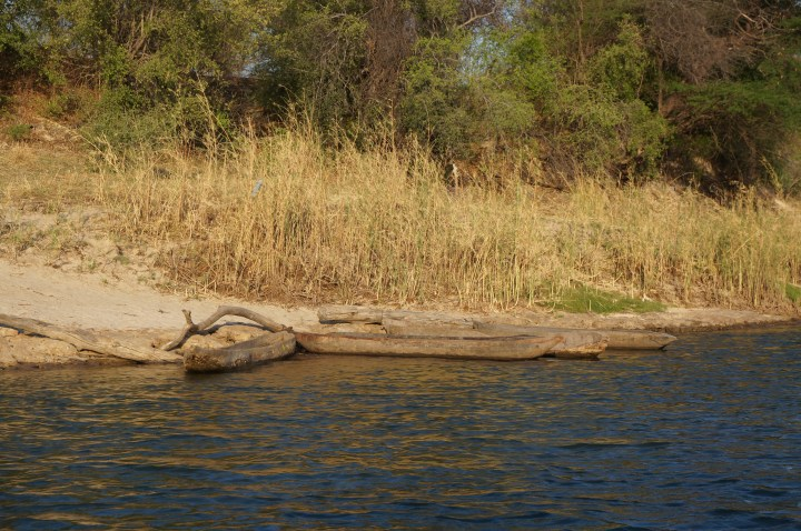 Mokoros typische Kanus in Afrika