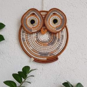 Búho para decoración de pared hecho a mano