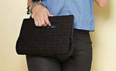 Elegante bolso de mano en crochet