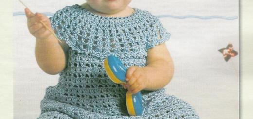 Vestido de bebe con cuello ancho con esquemas