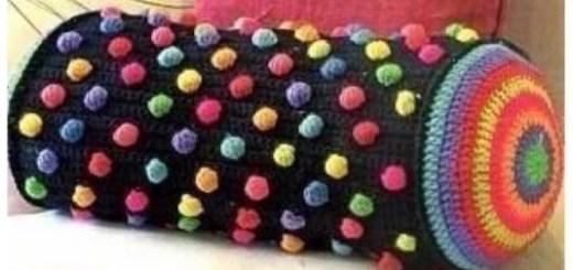 Cojín tubular en crochet