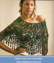 Ponchos en crochet. Hermoso y llamativo poncho tejido con gancho