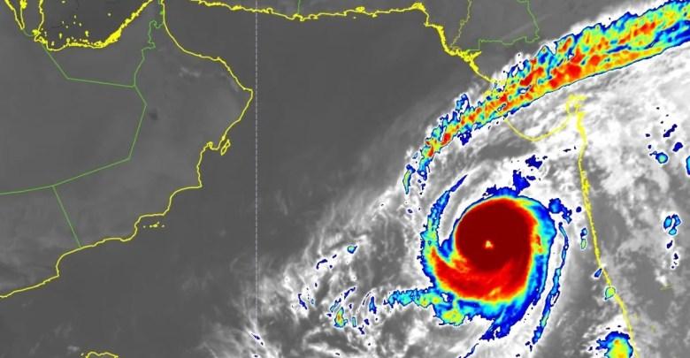 آخر مستجدات إعصار كيار في بحر العرب بعد تطوره للدرجة الثانية - تقني نت سلطنة عمان